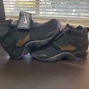Nike Diamond Turfs 5Y or 6 Wmns